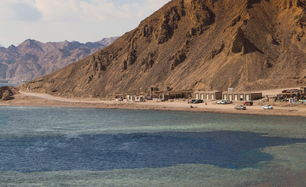 The coastline of the red sea and the mountains in background. egypt, the sinai peninsula. coral reef blue hole.