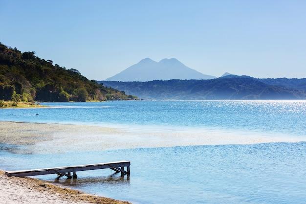 コアテペケ湖の景色、サンタアナ、エルサルバドル、中央アメリカ