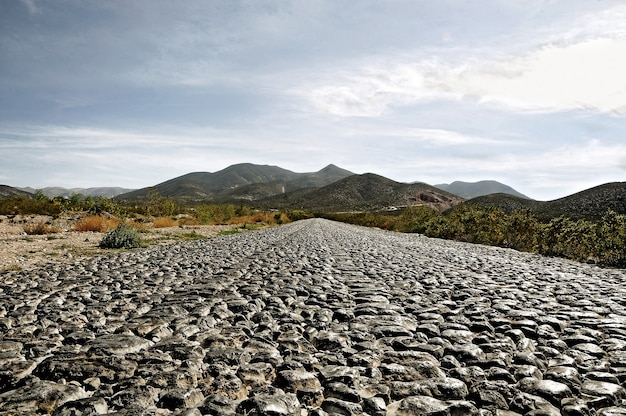 Булыжная дорога к реал-де-14, сан-луис-потоси, мексика