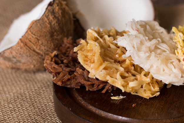 전형적인 브라질 스위트 코카다. 코코넛 달콤한 .
