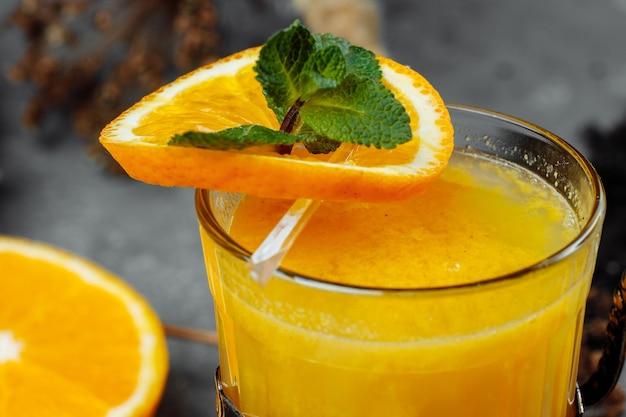 カクテルトランスシベリアエクスプレス。ブランデーとオレンジジュースのカクテル
