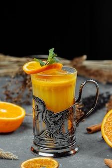 ブランデーオレンジジュースとカクテルトランスシベリアエクスプレスカクテル
