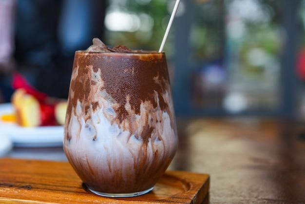 ココアドリンクとチョコレートグラス