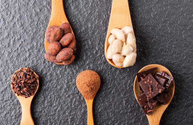 ココアパウダーとカカオ豆