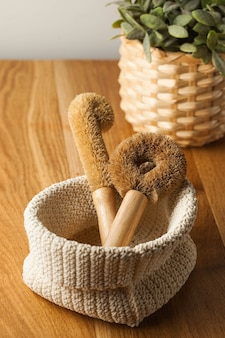 Coconut brushes for washing dishes on a wooden table