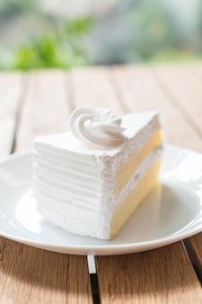 プレート上のココナッツケーキ