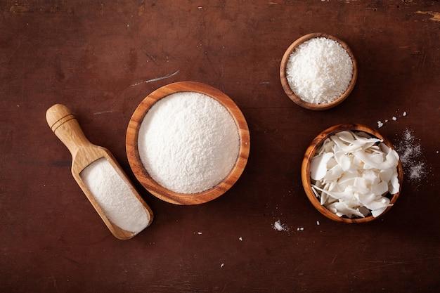 ケトパレオダイエットのためのココナッツ粉とフレーク健康成分