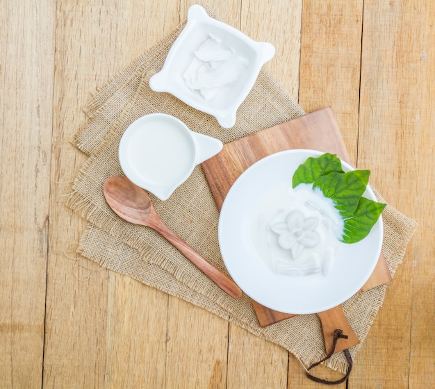 Coconut jelly and coconut milk