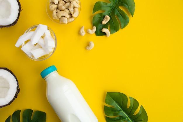 ガラス瓶とカシューナッツのココナッツミルク
