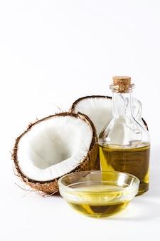 白で隔離されるココナッツオイル
