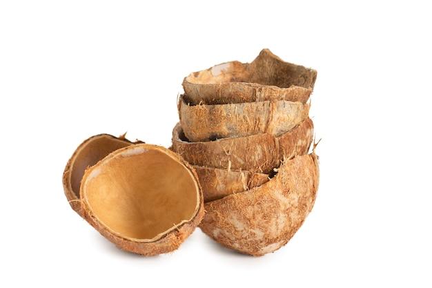 코코넛 껍질 흰색 배경에 고립입니다.