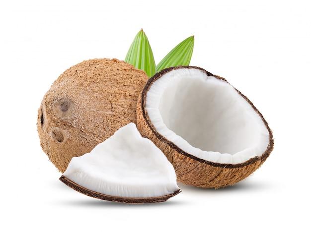 白い背景で隔離の葉とココナッツ。完全な被写界深度