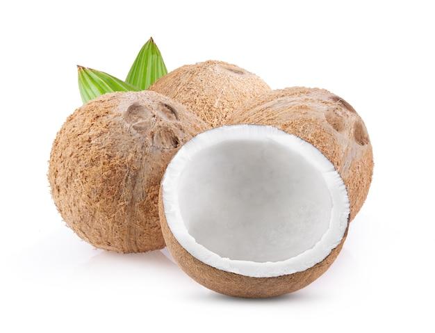 Кокос с листом, изолированный на белом