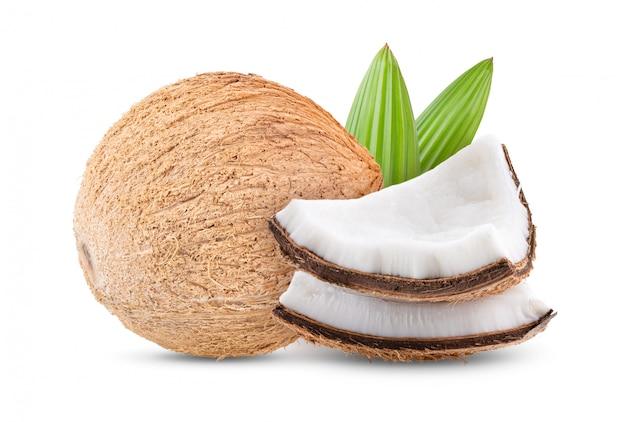 白いテーブルの上の葉とココナッツ。
