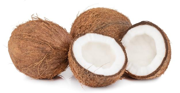 クリッピングパスで白い背景に分離されたココナッツ。