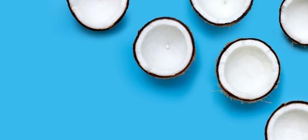파란색 벽에 코코넛입니다. 평면도