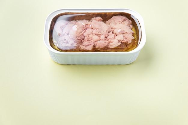 油でタラの肝臓脂肪魚介類オメガ3ビタミンアペリティフ新鮮なすぐに食べられる食事スナック