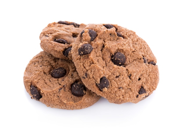 白い表面に分離されたコーヒーとチョコレートのチップクッキー