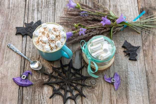 ハロウィーンのコーヒーとマシュマロ