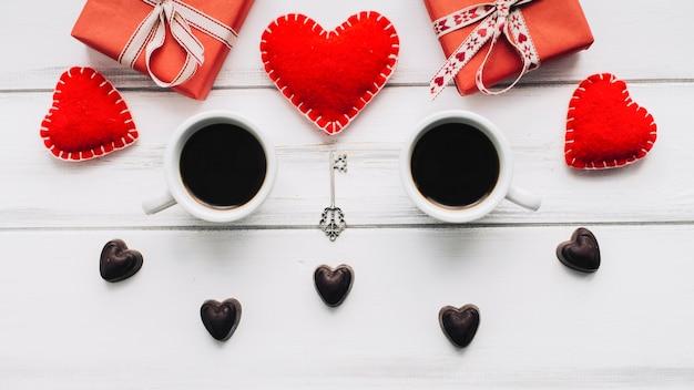 Кофе и подарки в день святого валентина