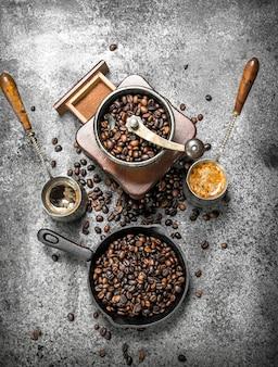 コーヒーの背景素朴な背景にトルコの新鮮なコーヒー