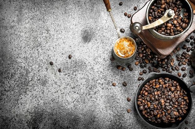 コーヒーの背景トルコの淹れたてのコーヒー