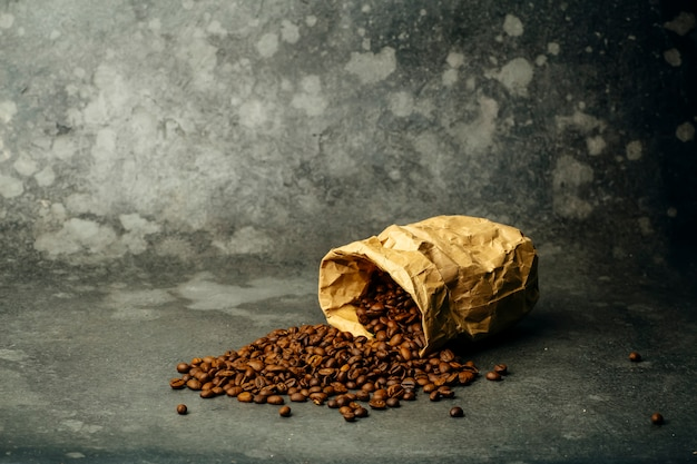Coffee background. roasted coffee beans on a dark background. coffee banner for menu, design and decoration