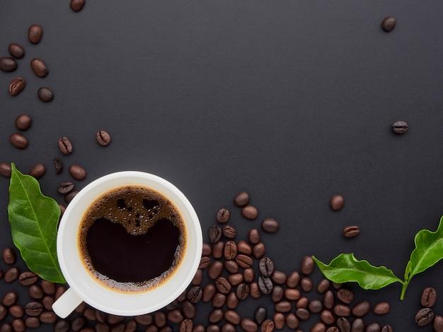 トップビューでコーヒーの背景。 Premium写真
