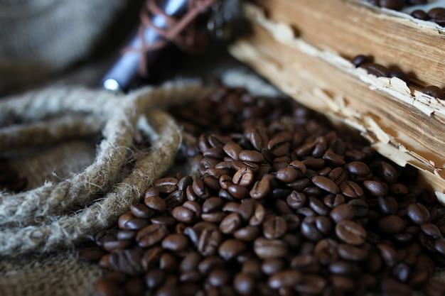 Книга из кофейных зерен