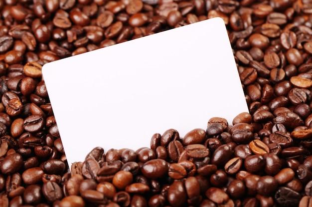 Кофейные зерна и визитная карточка