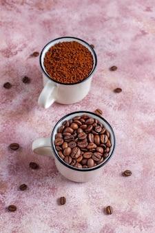 コーヒー豆と粉。 無料写真