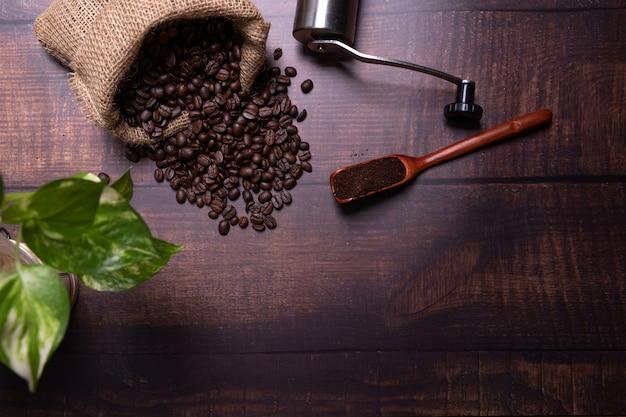원두 커피와 가루.