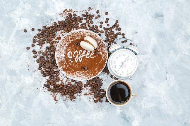 グランジの背景にコーヒー豆とスパイス