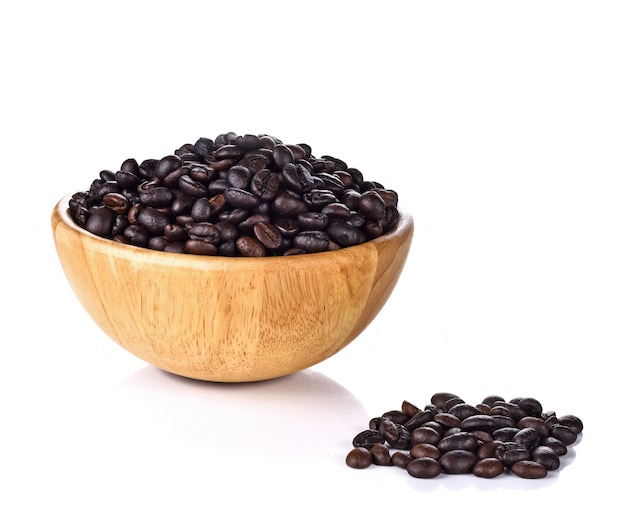 그릇에 커피 콩 나무 흰색 절연