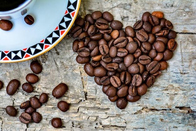 하트 모양의 커피 콩