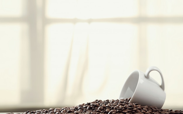 Кофе в зернах в кружке