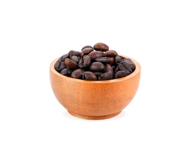 木製のボウルにコーヒー豆