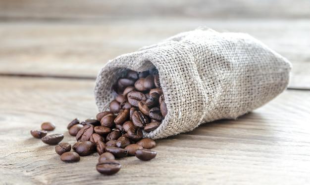 荒布袋に入ったコーヒー豆