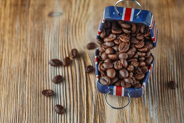 英国の旗のパターンを持つ小さなケースのコーヒー豆