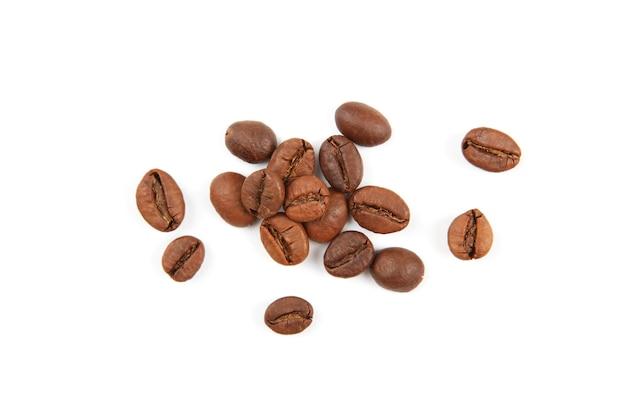 흰색 배경 근접 촬영에 고립 된 커피 콩