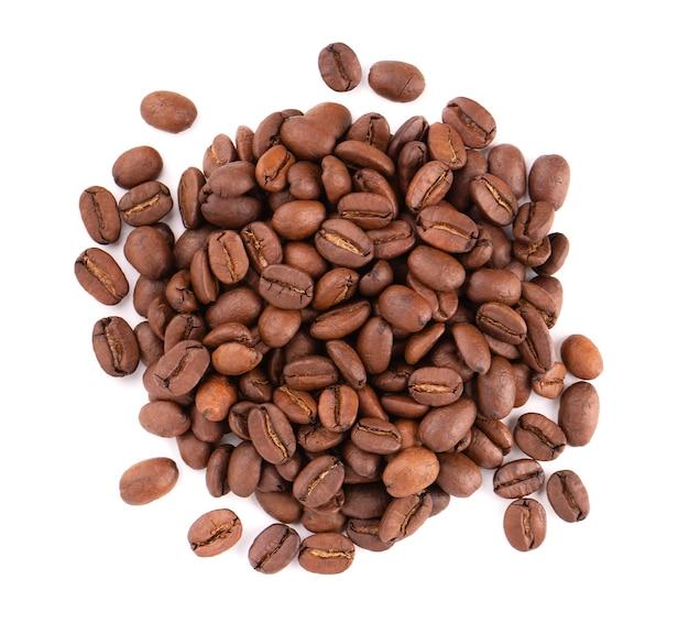 흰색 배경에 고립 된 커피 콩입니다. 볶은 아라비카 커피 콩. 평면도.