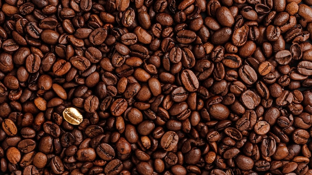 Coffee beans texure. standing out from the crowd concept.