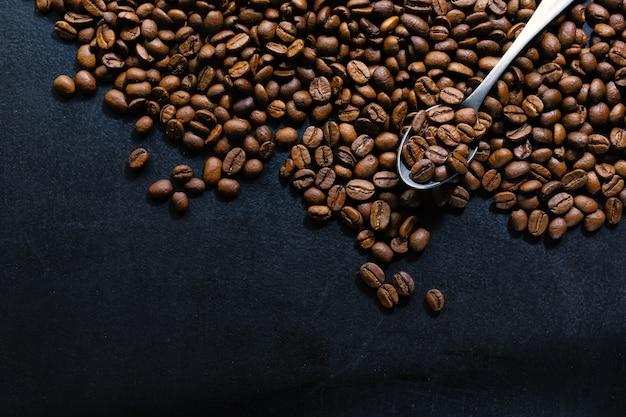 コーヒー豆。上面図。コーヒーのコンセプト。