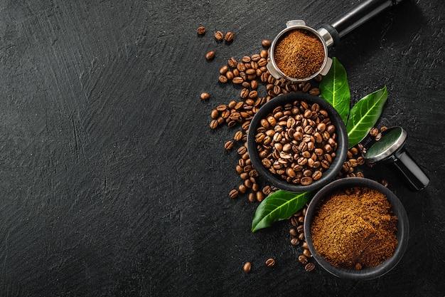 커피를 만들기위한 소품과 커피 콩
