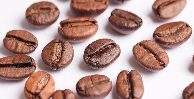 Кофе в зернах с белым