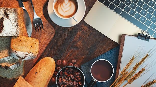 コーヒーのパンとノート。