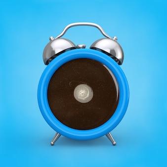 コーヒーブレイクコンセプト。青い背景の目覚まし時計としてコーヒーカップ。 3dレンダリング