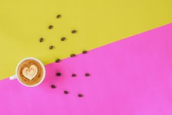 コーヒーカプチーノとコーヒー豆のコンセプト