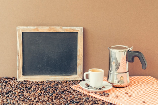 슬레이트, 모카 냄비와 컵 커피 컨셉