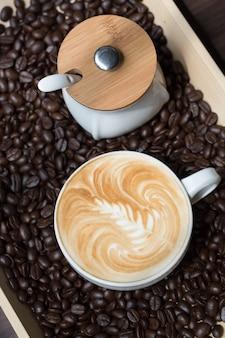 커피 컵과 콩